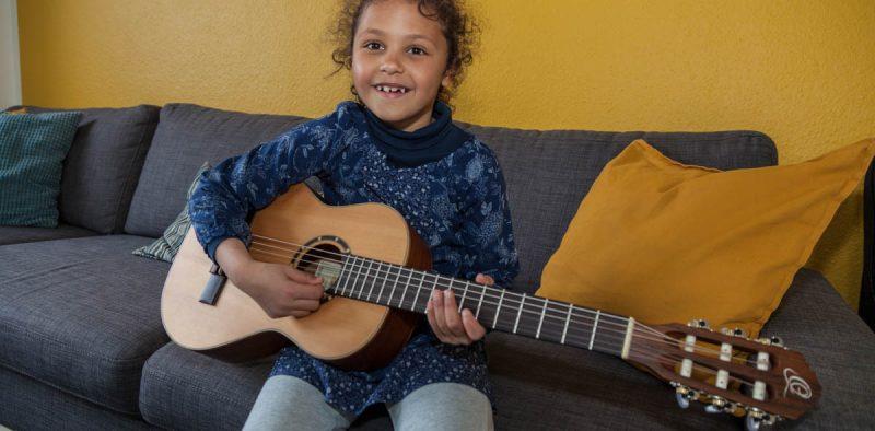 Viola an der Gitarre